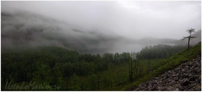 Баджальский хребет. Озеро Омот. Обычный вид в обычную пасмурную погоду