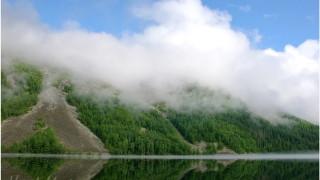 Баджал. Озеро Омот. Облака украшают горы
