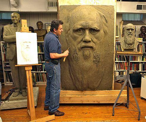 Скульптор Zenos Frudakis. Работа над Дарвиным