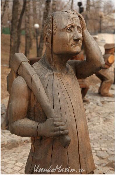 Treshhinyi-v-derevyannoy-skulpture