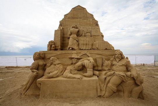 Skulptura-iz-peska-dvadtsat-vosmaya