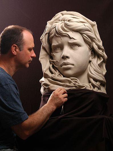 Philippe Faraut. Скульптура из глины. За работой