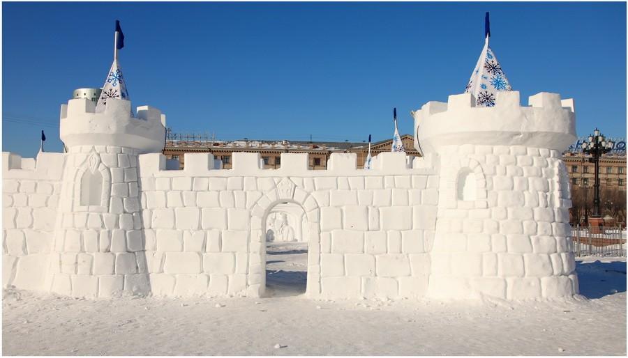 Снежная скульптура. Хабаровская крепость из снега. Фрагмент