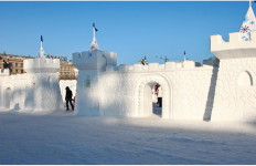 Снежная скульптура. Хабаровская крепость из снега. Южная сторона