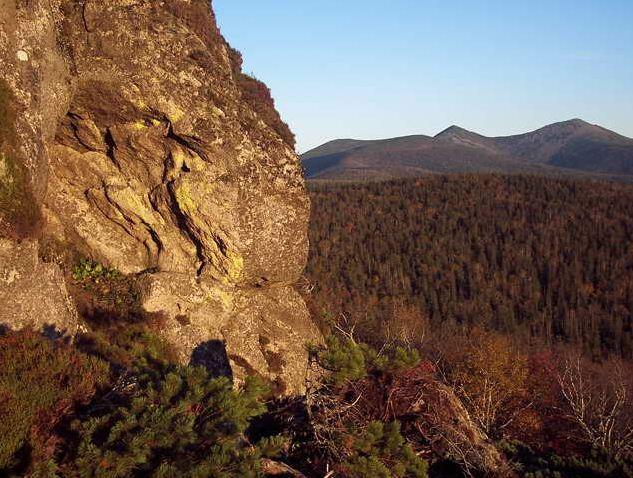 Амурские столбы. Вид с Собака-Камня на гору Сиур