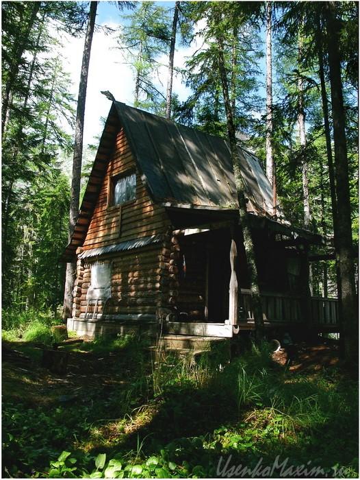 Баджал. Озеро Омот. Главный жилой домик на озере Омот