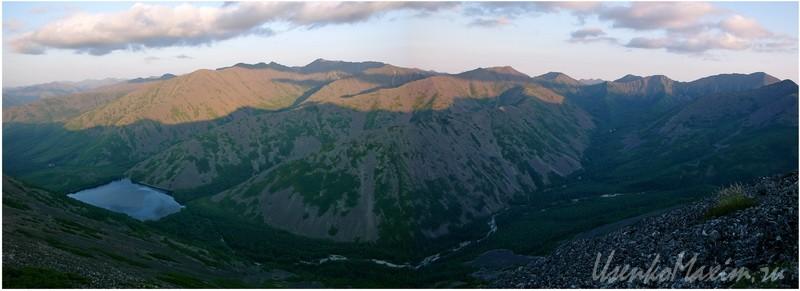Баджальский хребет. Панорама на озеро Омот и долину реки Омот-Макит
