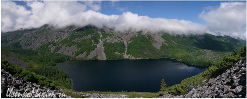 Баджальский хребет. Панорама озера Омот