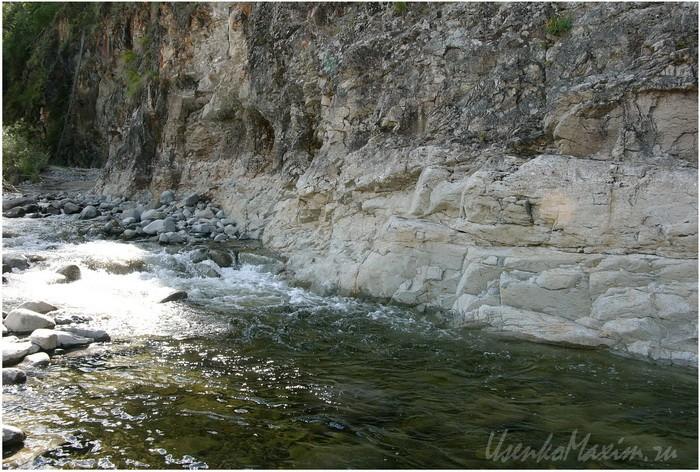Река Герби у скал