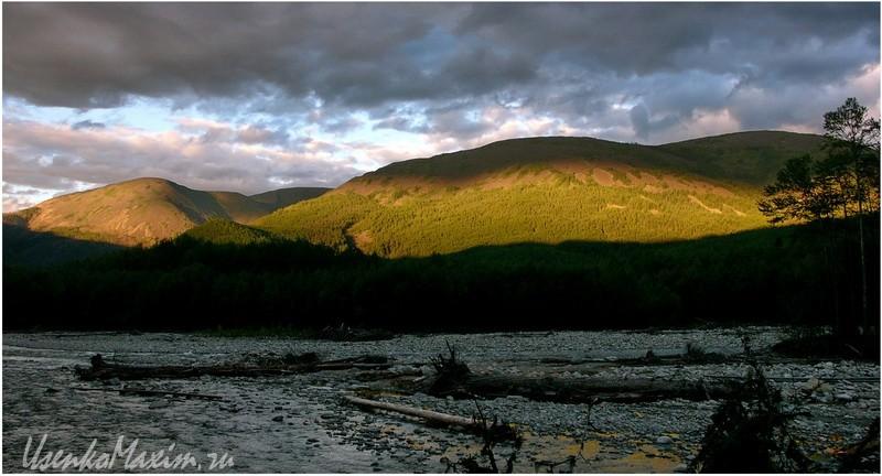 Река Герби. Сопки в солнечном свете
