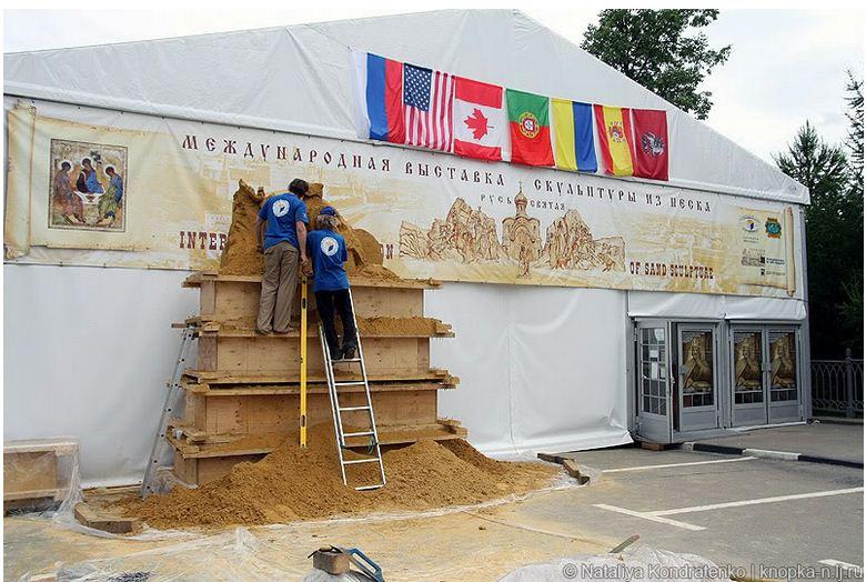 Скульптура из песка Святая Русь. Вид галереи снаружи