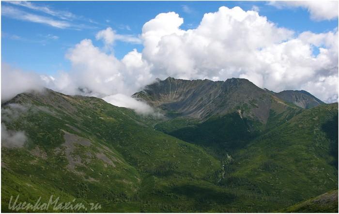 Баджальский хребет. Часто затянутый облаками Улун почти открылся
