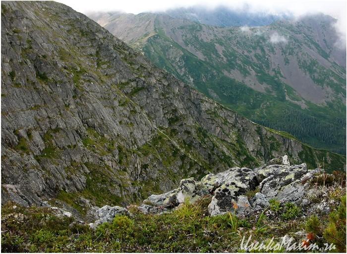 Badzhalskiy-hrebet.-Struktura-goryi-Omot
