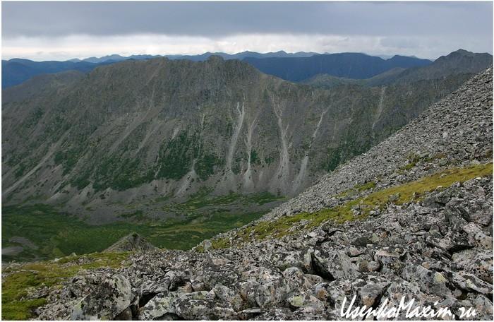 Баджальский хребет. В седловине горы Улун