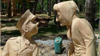 Ewe-bez-pokrytija-Derevjannaja-skul'ptura