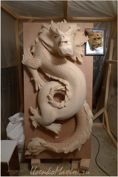 Изготовление деревянной скульптуры. Начал резать чешую