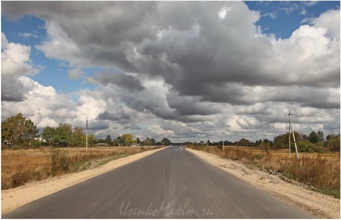 Poselok-Smidovich.-Oblaka-nad-federalnoy-dorogoy-M-58