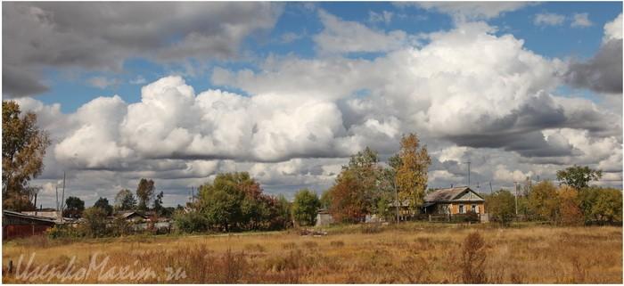 Oblaka-nad-poselkom.-Poselok-Smidovich