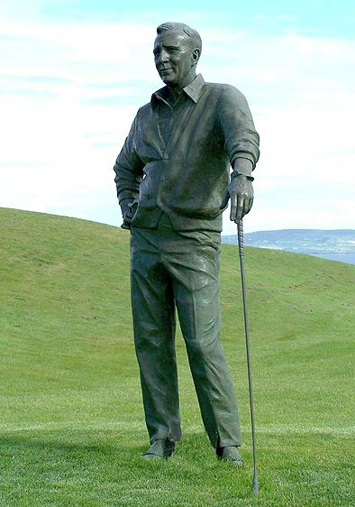 Скульптор Zenos Frudakis. Бронзовая скульптура Арнольда Палмера