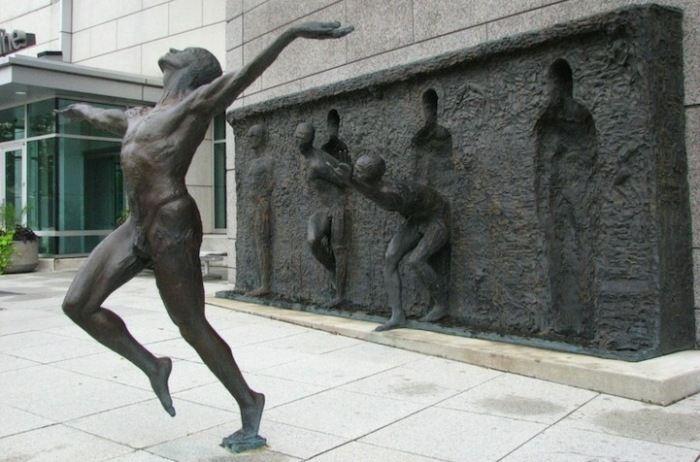 Скульптор Zenos Frudakis. Бронзовая скульптура Свобода