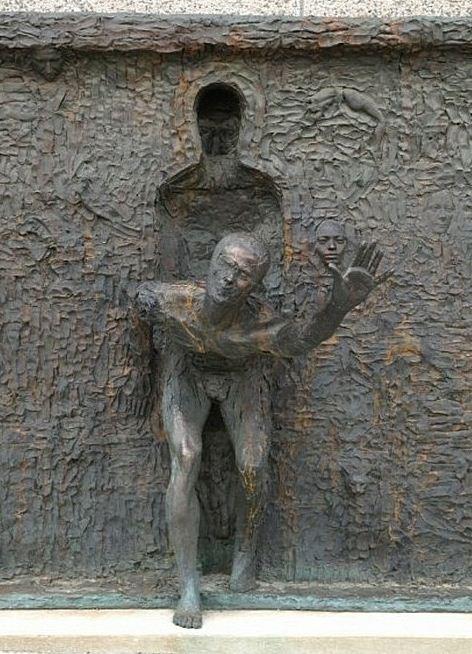 Скульптор Zenos Frudakis. Бронзовая скульптура в Филадельфии третья