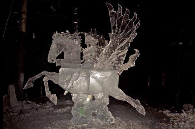 Аляска 2012. Сингл блок. Скульптура Пегас в небе.  10 место
