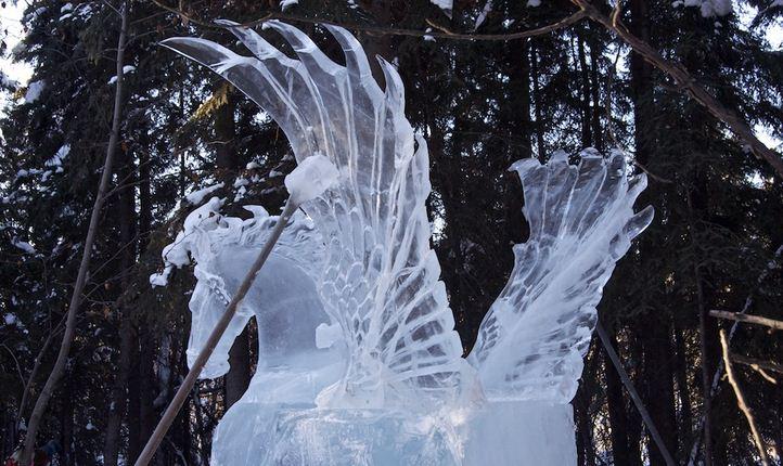 Аляска 2012. Сингл блок. Скульптура Пегас в небе. Приклеивание крыльев.  10 место