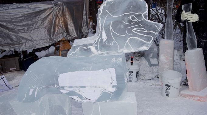 Аляска 2012. Сингл блок. Скульптура Space Dog. В процессе. 6 место