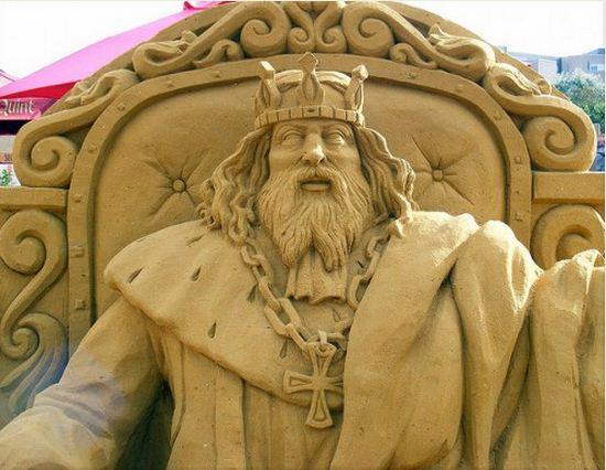 Skulptura-iz-peska-pyataya