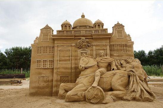Skulptura-iz-peska-tridtsat-pervaya