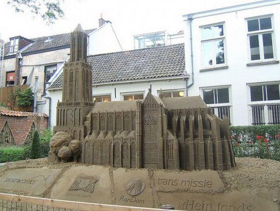Skulptura-iz-peska-vosmaya