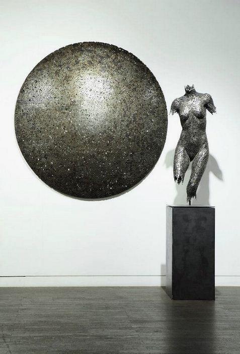 Yeong-Deok Seo. Скульптура из велосипедной цепи первая. Общий план