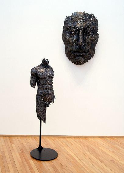 Yeong-Deok Seo. Скульптура из велосипедной цепи пятая. Общий план