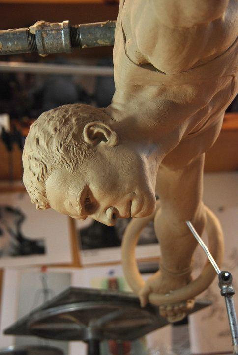 Mark Newman. Мелкая скульптура. Gymnast крупный план