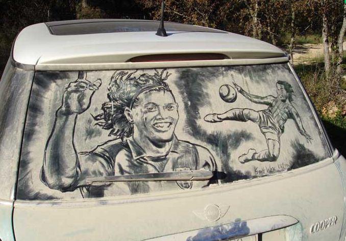 Scott Wade. Рисунки на грязных машинах. Ronaldinho
