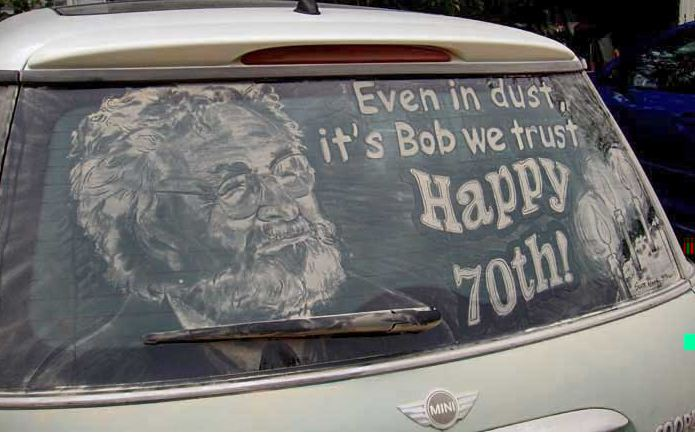 Scott Wade. Рисунки на грязных машинах. What About Bob.