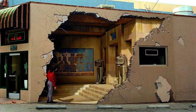 Расписные дома. Картины на стенах. Неизвестный город. Роспись первая