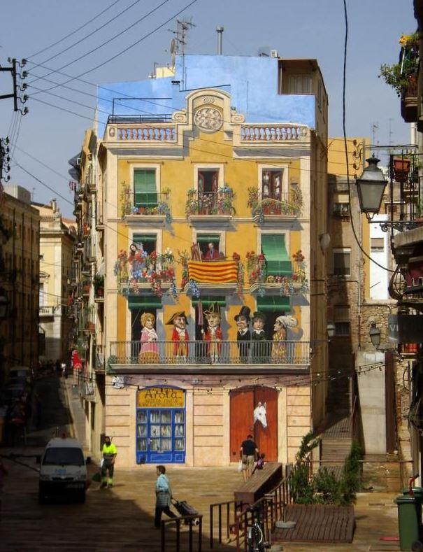 Расписные дома. Картины на стенах. Неизвестный город. Роспись седьмая