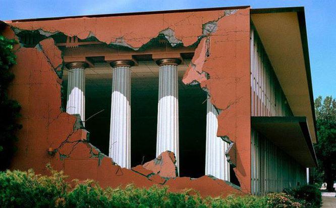 Расписные дома. Картины на стенах. Неизвестный город. Роспись третья