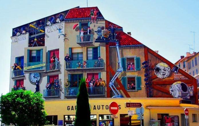 Расписные дома. Картины на стенах. Неизвестный город. Роспись восьмая