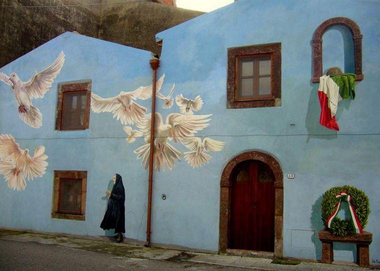Расписные дома. Картины на стенах. Пятая роспись в городке Semestene. Сардиния