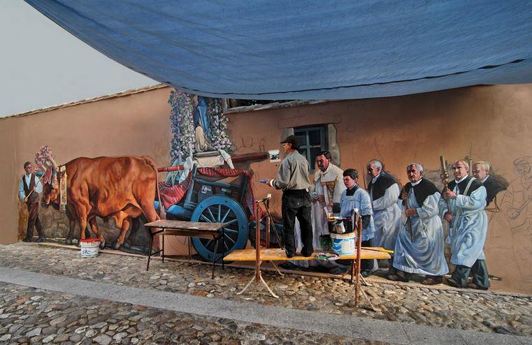 Расписные дома. Картины на стенах.. Анджело Пиллони во время работы в небольшой деревне Nureci. Сардиния