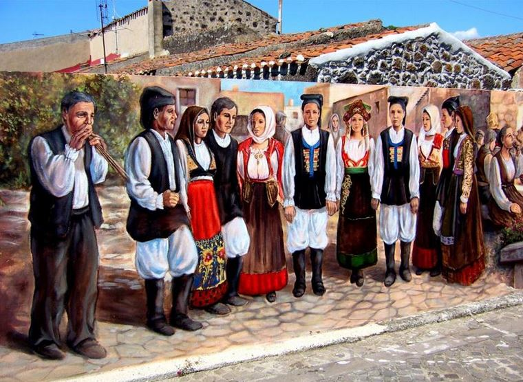 Расписные дома. Картины на стенах.. Вторая роспись в городке Тиннура. Сардиния