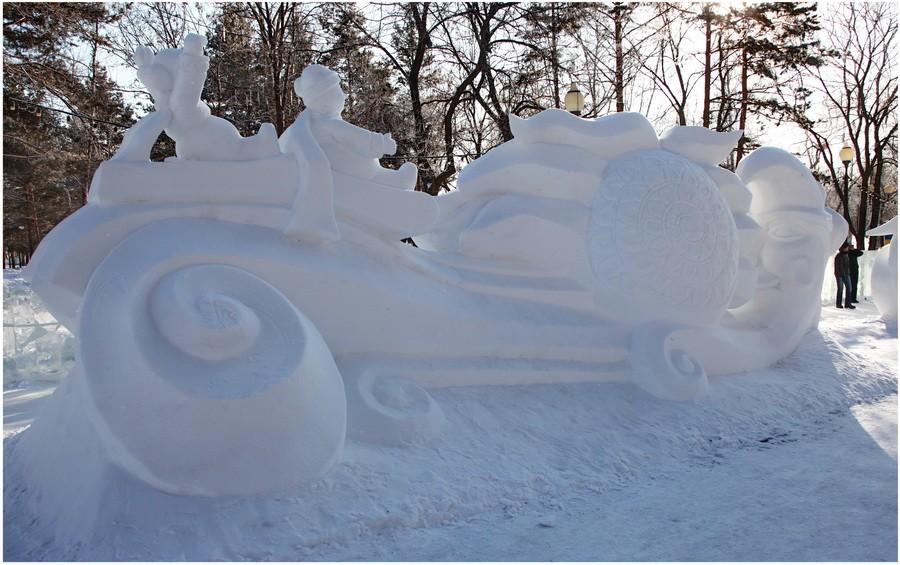 Месяц и Солнце, снеговики с обратной стороны