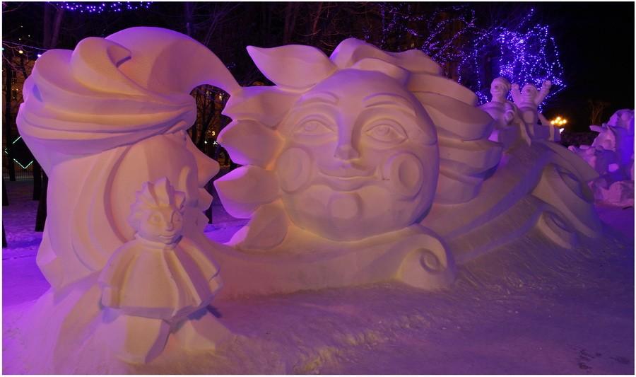 Месяц и Солнце. Снеговики. Ночной вид