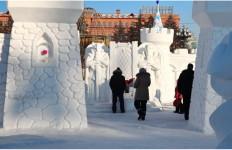 Снежная крепость и трон