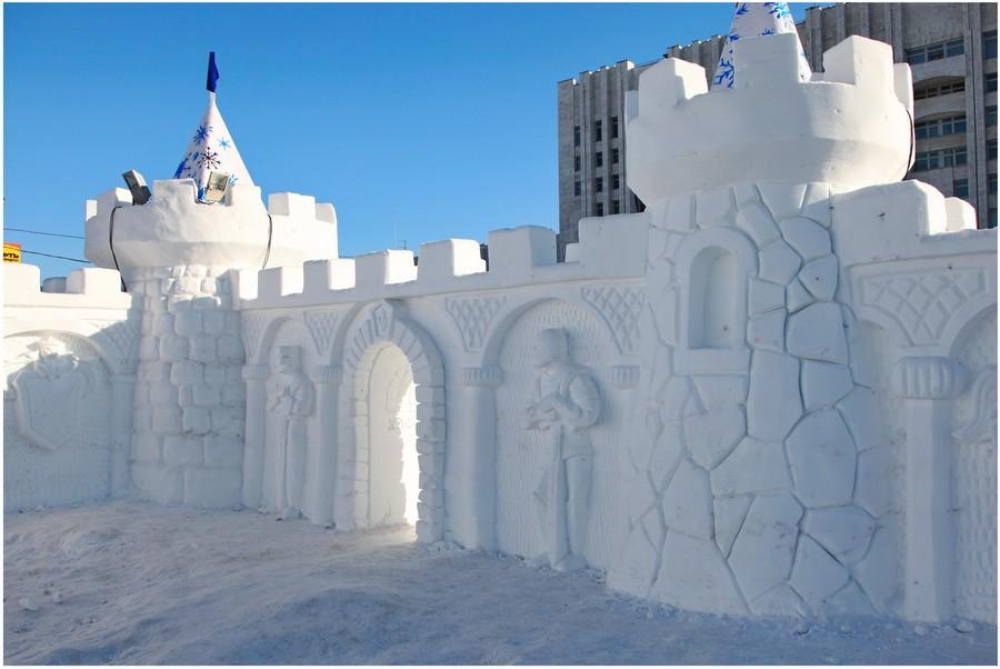 Снежная скульптура. Хабаровская крепость из снег. Внутри