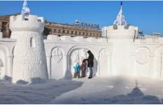 Снежная скульптура. Хабаровская крепость из снега. Другой ракурс